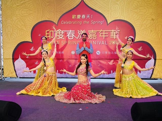 印度民族舞蹈和台灣民眾熟悉的寶萊塢舞等共21組表演輪番演出。