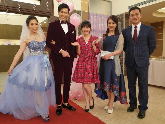劇中緊張刺激的婚禮戲,戲外一片歡樂左起:張家瑋、余秉諺、馬韻婷、陳妍安、江俊翰