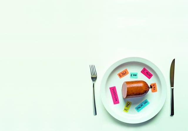添加物就像「魔法的粉末」,搖身一變,化成美味而又色澤鮮亮的、看似高級食材的暢銷品。(Fotolia)