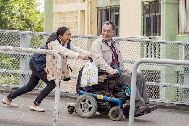 香港電影《淪落人》由黃秋生(右)和姬素・孔尚治(左)主演,圖為劇照。(甲上娛樂提供)