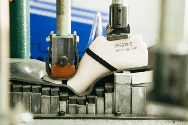 製鞋過程公開。