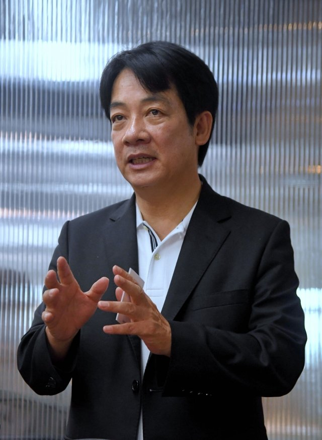前行政院長賴清德認為,台灣企業家若要出來參選總統,他認為台積電創辦人張忠謀最適合。(中央社)