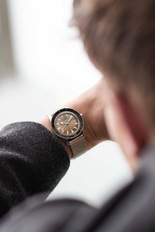 該腕錶承襲了原版特色與創新的高科技材質。