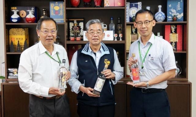 金門高粱酒今年再度參加3大國際烈酒大賽,均榮獲評審高度肯定,連奪18金。(金門酒廠提供)