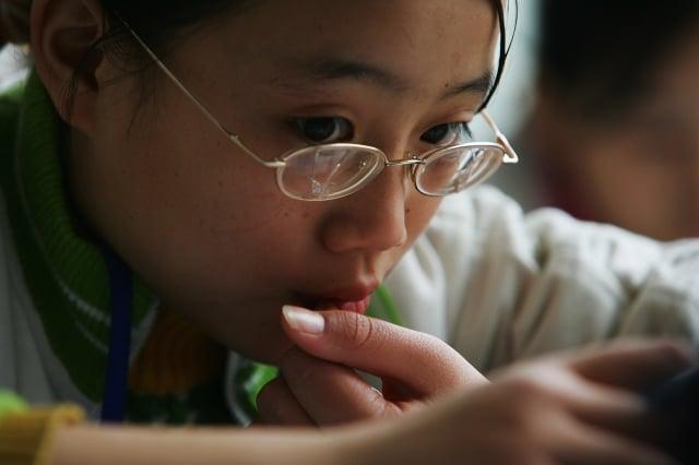 中共衛生部門發布的2018年中國兒童青少年近視調查顯示:高中生近視率達81%。(Getty Images)