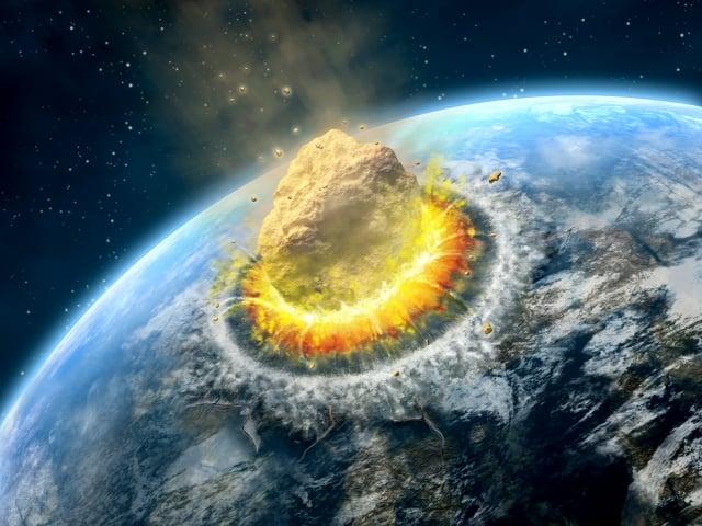 NASA局長日前表示,小行星撞地球是可能會發生的事情,人們應該做好防禦準備。圖為小行星撞地球的示意圖。(NASA)