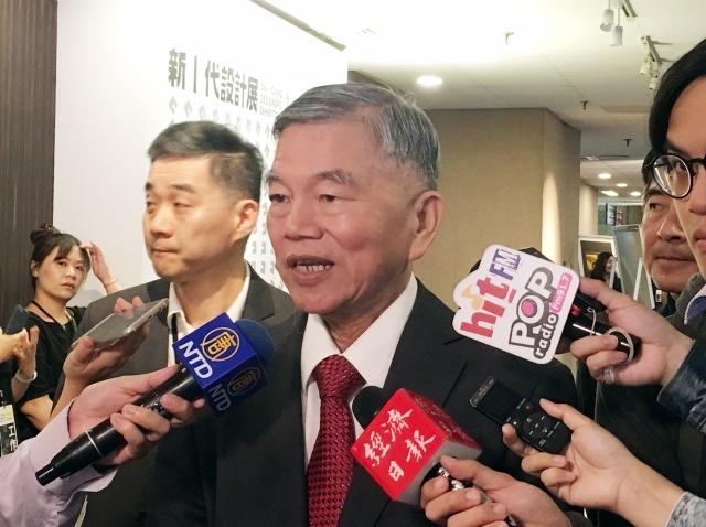 經濟部長沈榮津3日表示,已請台電檢討既有購售電合約以符合新法,讓綠電業者可自由釋出綠電。(中央社)