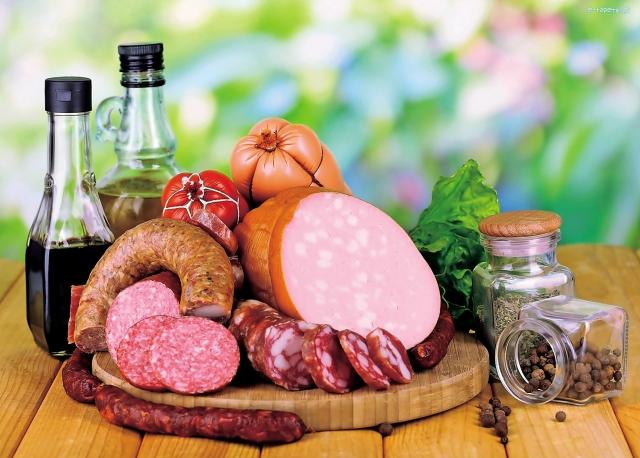美味廉價食品,到底加入了多少添加劑,又是如何製造出來的呢?(Fotolia)