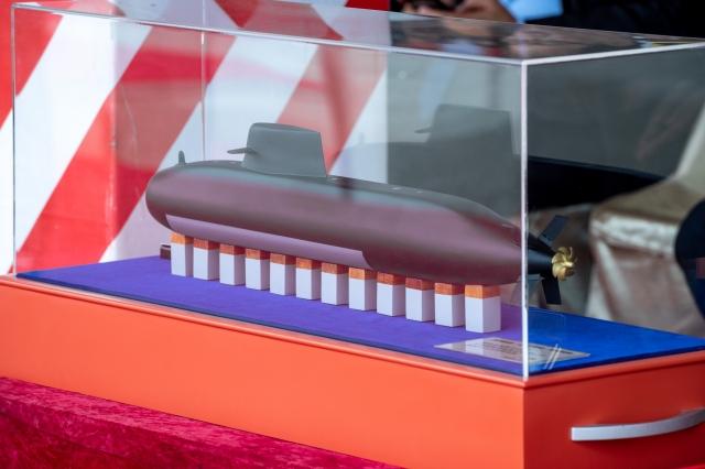 海軍潛艦國造專用廠房動土典禮9日舉行,現場首度公布原型艦模型。(總統府提供)
