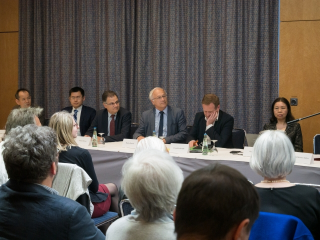 5月9日晚,來自美國的中國強摘器官研究中心在德國首都舉行公開研討會。德國國會有三個黨派的議員參與研討並表示支持。(記者張清颻/攝影)