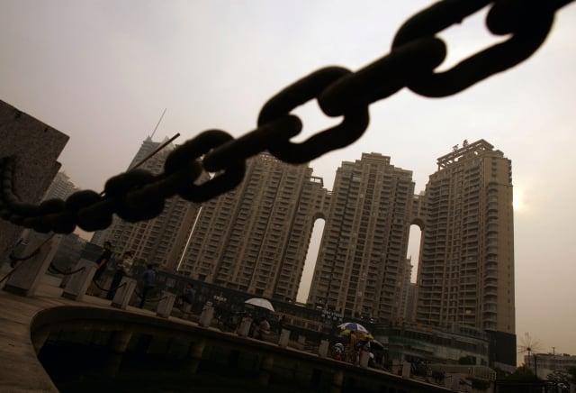 中央財經大學金融學院教授郭田勇曾分析說,家庭負債率升高是因為房價過高,使得居民必須依靠負債才能買到。示意圖。(Getty Images)