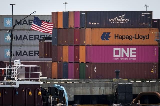 5月13宣布對美商品採取報復性關稅措施,但最新清單卻意外比去年減少了67項。(Drew Angerer/Getty Images)