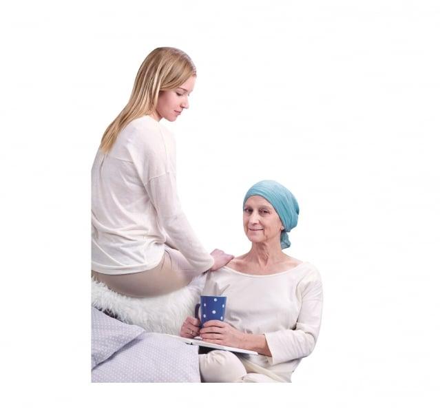 老婦人依然選擇針灸治療。(Fotolia)