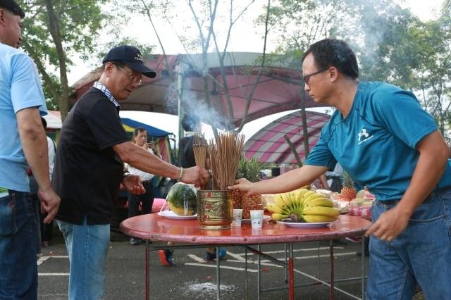 安農溪總體發展協會舉行龍神祭典活動。