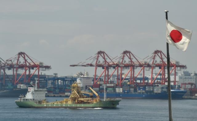 中美貿易戰牽動全球,日本財相麻生太郎指出,中國經濟放緩導致日本出口下跌。圖為示意照。(KAZUHIRO NOGI / AFP)