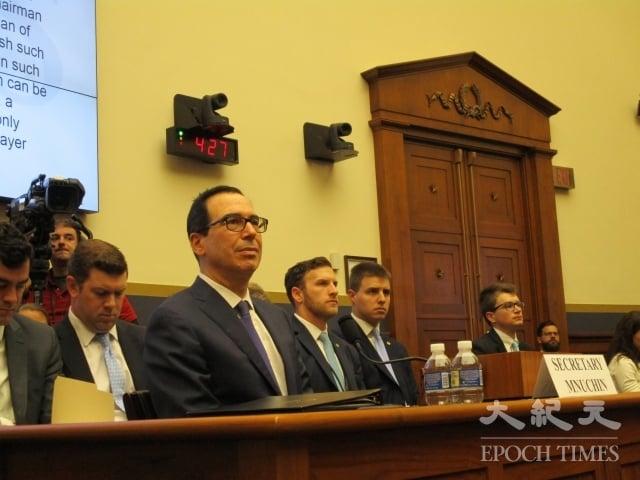 5月22日,美國財政部長梅努欽(Steven Mnuchin)在美國國會Rayburn大樓聽證。(記者李辰/攝影)