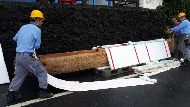 日製獨木舟5月24日運抵台東長濱烏石鼻港。(史前館提供)