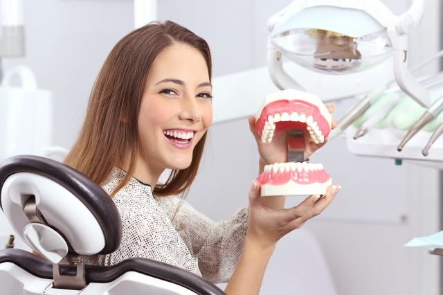 牙周病的防治,除了牙科醫師的衛教與治療之外,民眾本身也要落實口腔衛生,定期做牙齒健康篩檢,才能擁有一口好牙與一身健康。(Fotolia)