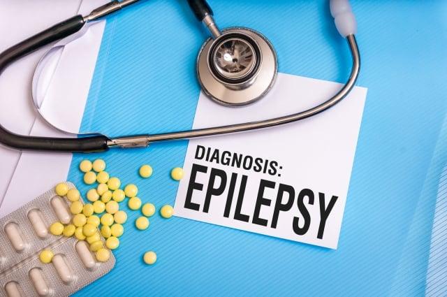 癲癇發作時都沒有醫生在場,建議用手機錄下影像,事後拿給醫師觀看,醫師才能有診斷的依據。(Fotolia)