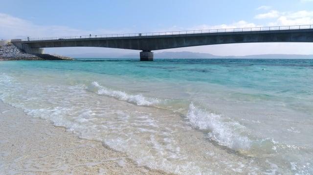 古宇利島蔚藍的海水。(楊子樊提供)