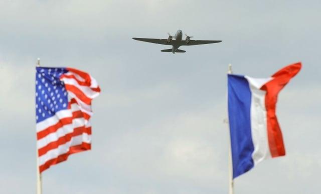 Dask over Normandy行動計畫將集結運輸飛機飛越當年的主要登陸地點,並且空投下一批身穿當時軍裝的傘兵。(Jean-Francois Monier/AFP/Getty Images)