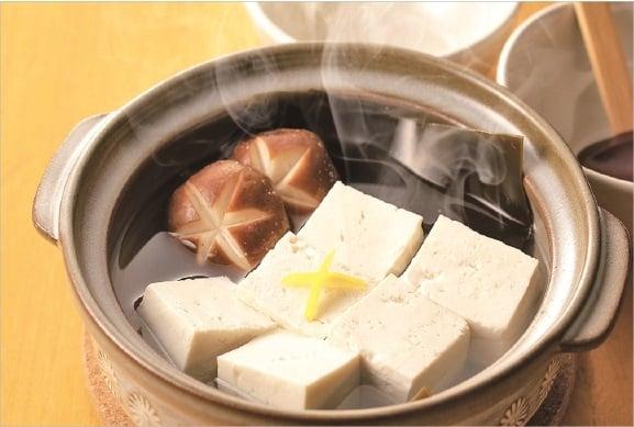 遵從中國古老的養生之道,講究吃菜要連根帶葉,甚至帶皮整個蔬菜吃下去的吃法,以此獲取蔬菜整體的營養和生命力,取得自身生命的陰陽平衡。(Fotolia)