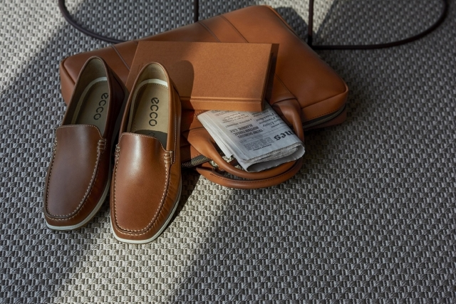 莫卡辛皮鞋能夠舒適行走。