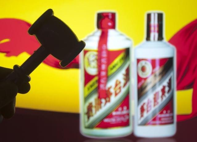 貴州茅台「30年陳釀」是用一噸的新酒加一勺15年分基酒勾兌而成,被告上法庭,致茅台陳年酒的製造黑幕曝光。(大紀元資料室)