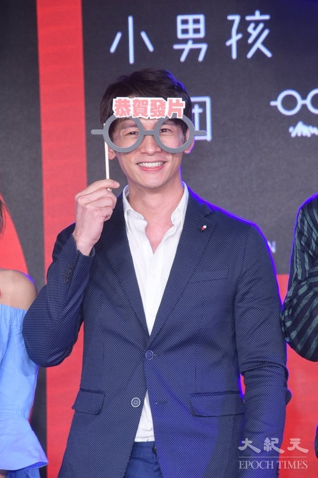 溫昇豪12日為小男孩樂團新專輯站台。(記者黃宗茂/攝影)