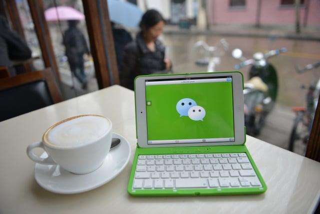 在美國的華人社區,很多人都使用微信,但用戶一旦使用微信,就會受到中共的審查。(Getty Images)