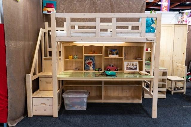 空間小的可以考慮架高床鋪與收納合併床組。