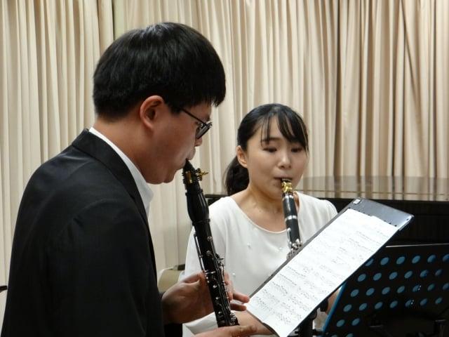 志水慧美(右)、合作演奏者郭修維(左)