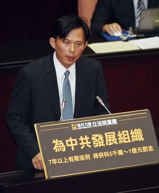 立委黃國昌表示,《國安法》三讀通過等於邁出重要一步。(中央社)