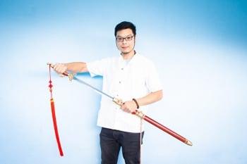 陳重智慨贈七名劍  盼傳統武術發揚光大