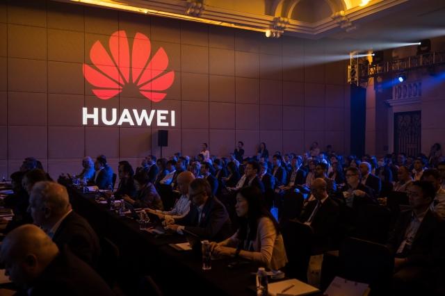 川普政府正在考慮要求美國使用的下一代5G網路設備,必須在中國境外設計和製造,此舉可能會重塑全球製造業。圖為示意圖。(Billy H.C. Kwok/Getty Images)