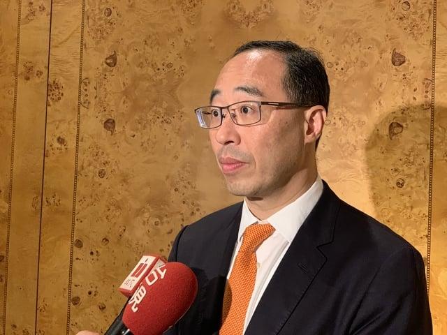 瑞銀證券台灣區總經理董成康表示,美中貿易戰升級,下半年基本面有潛在風險。(中央社)