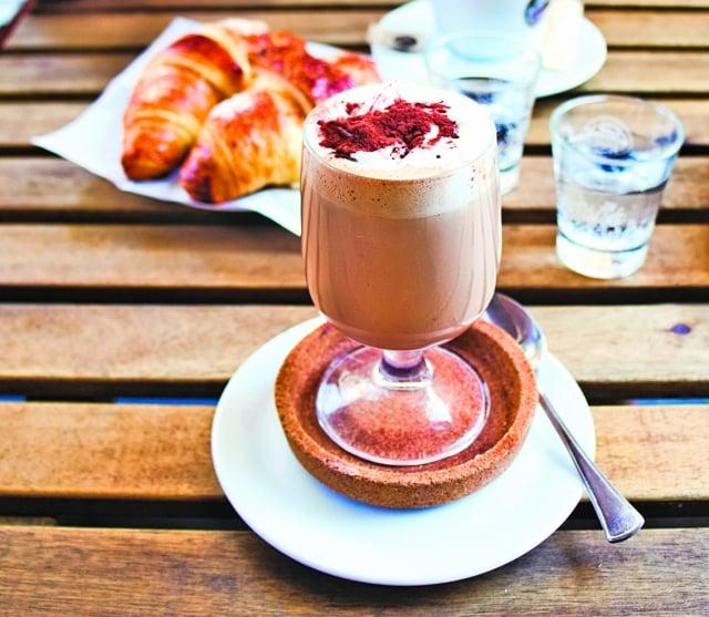 杜林歷史悠久的熱巧克力飲品Bicerin。(shutterstock)