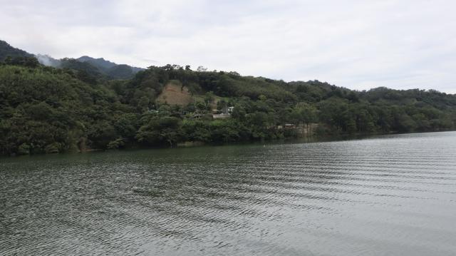 石門水庫湖光山色。(攝影/陳建霖)