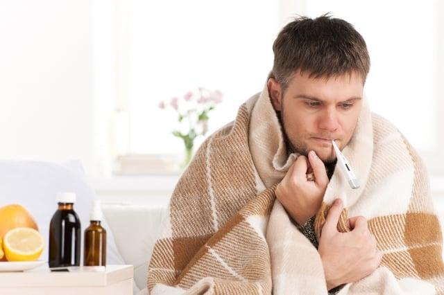 日本腦炎病毒感染大部分都沒有什麼症狀,或少有症狀,包括頭痛、嘔吐、發燒、意識不清、癲癇。通常症狀在感染後5~15天發生。 (123RF)