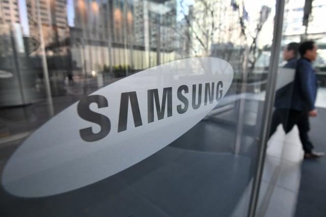 蘋果將給三星8000億韓圜(約新台幣214億),做為彌補三星為供應蘋果iPhone的OLED面板所投入的成本。(Jung Yeon-je / AFP)
