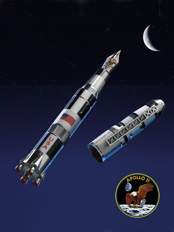 月球登陸限量筆,使用鋁合金材質模擬飛行器質感。(品牌提供)