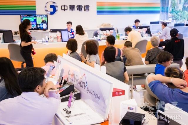 中華電信去年499吃到飽方案衍生亂象,NCC委員會議10日重啟處分討論,並宣布不再上訴,處分中華電信罰鍰120萬元。圖為資料照。(記者陳柏州/攝影)