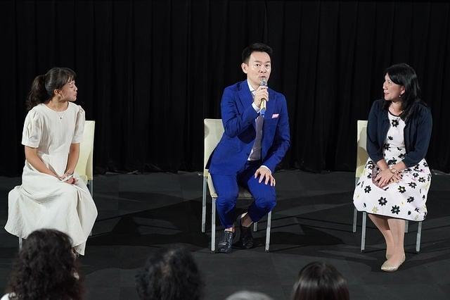 歸途》高雄首映會中,男主角姜光宇(中)及中山大學光電系教授張美濙(右)連袂出席與談。