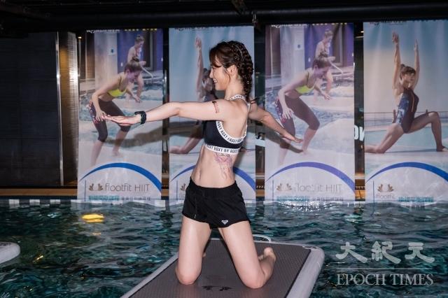 女星舒子晨(Nikita)體驗「FloatFit」水上健身課程。