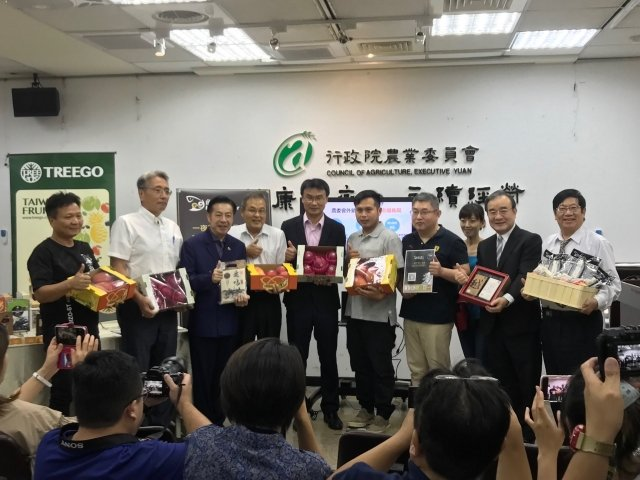 農委會12日表示,今年上半年台灣農產品外銷產值破新高,前半年出口總額已經超過去年全年總金額。(記者李怡欣/攝影)