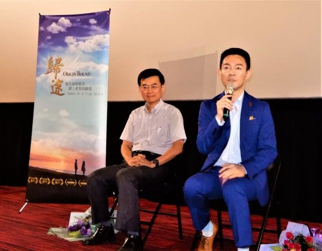 映後座談中,姜光宇講述參與拍戲的緣由,「想把20年來,法輪功學員這些動人美好的情懷,通過電影手法表現出來、帶給大家。」