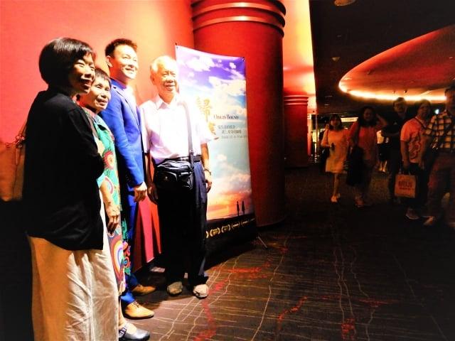 12~13日台中華威點影城的場次、未演先轟動許多慕名而來的觀眾,早早排隊等候與劇中男主角姜光宇同框,一睹「雍正王朝三阿哥」的風采。