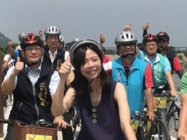 立法委員洪慈庸7月15日出席「甲后線自行車道」啟用典禮受訪表示,現在是面對時代力量下一個階段成長跟挑戰的時候,希望黨內好好討論,凝聚共識。(洪慈庸辦公室提供)