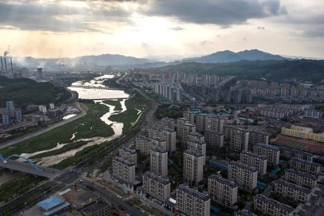 據路透測算,中國城市房價6月年增10.3%,為5個月來低點。(FRED DUFOUR/AFP/Getty Images)