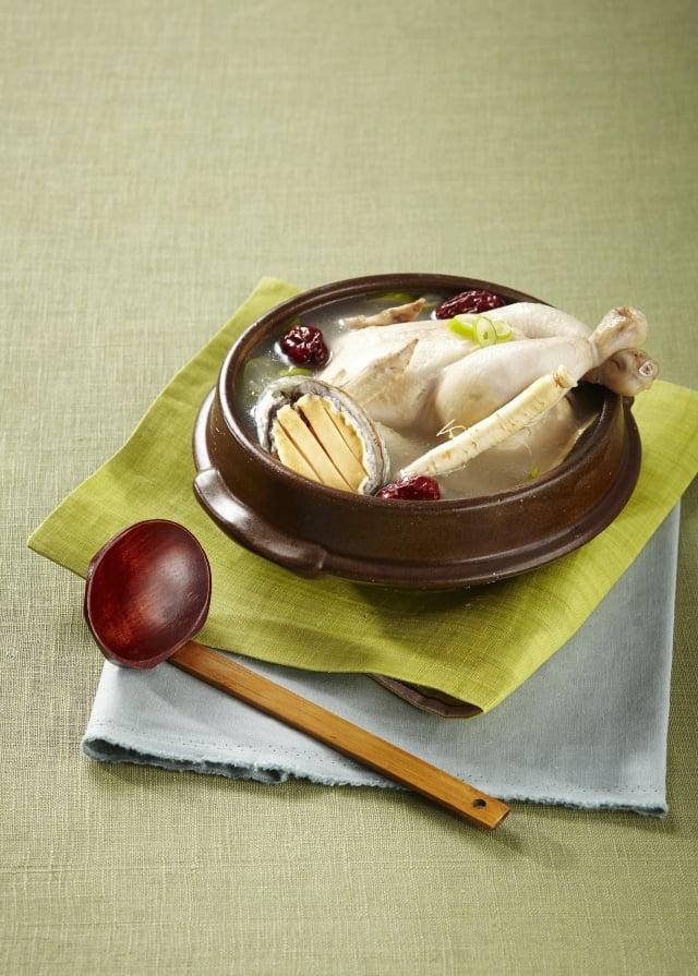 熬煮湯品需要時間,才能煮出更濃厚的美味。(Fotolia)